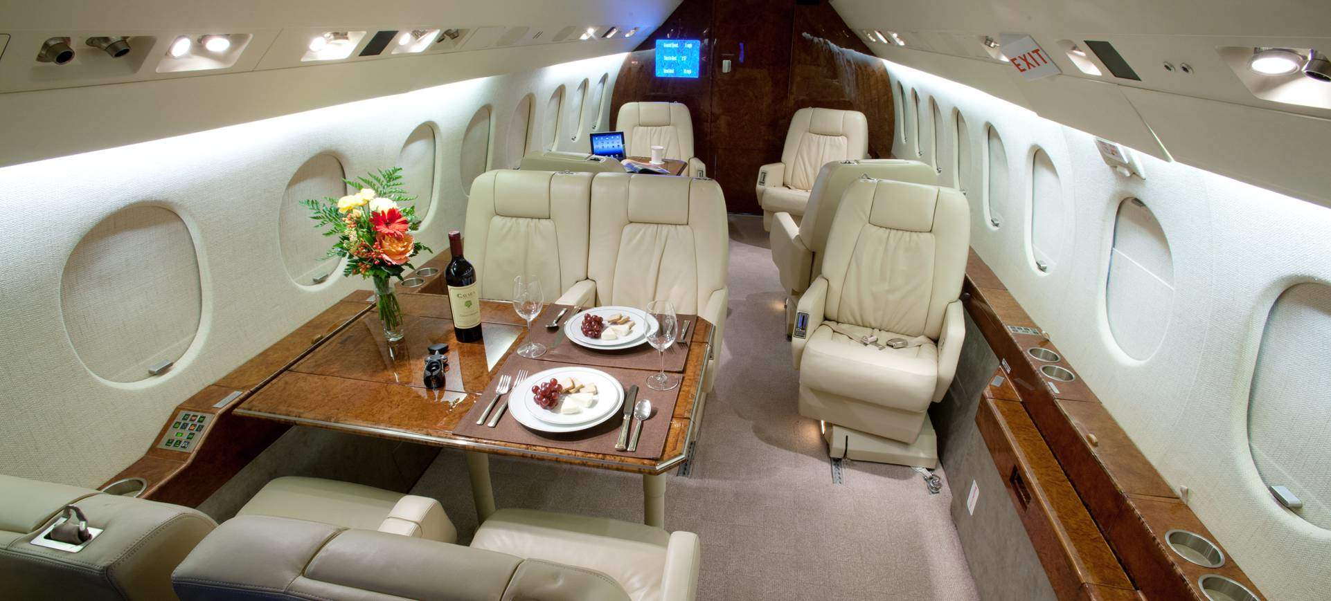 Falcon 2000 seating area and table